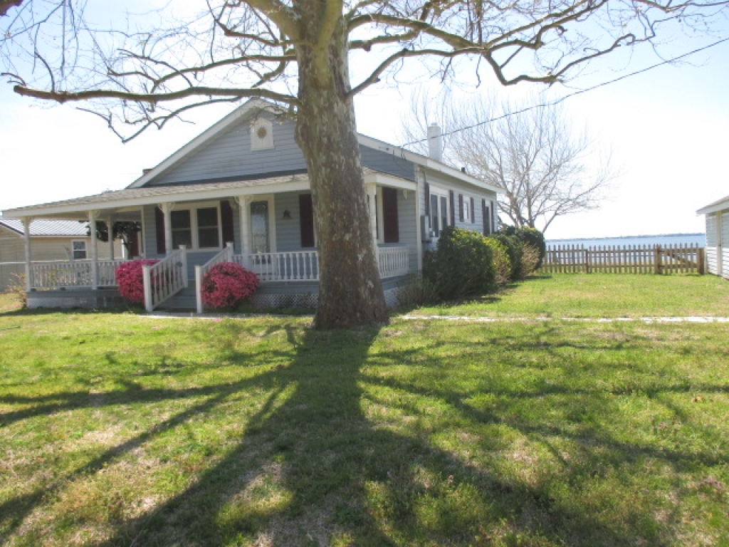WATERFRONT COTTAGE (sale pending) (0)
